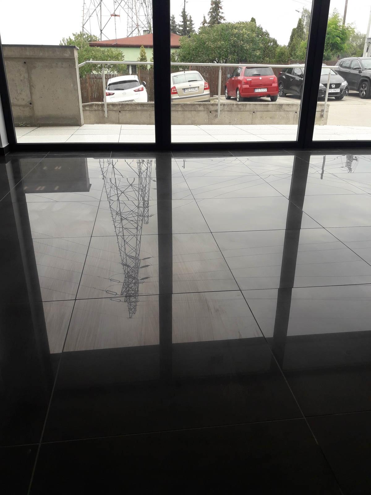Mycie okien w obiektach biurowych